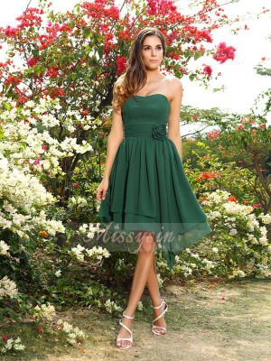 A-Line/Princess Sweetheart Knee-Length Chiffon Sleeveless Hand-Made Flower Bridesmaid Dresses