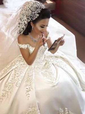 Ball Gown Sleeveless Applique Sweep/Brush Train Off-the-Shoulder Satin Wedding Dresses