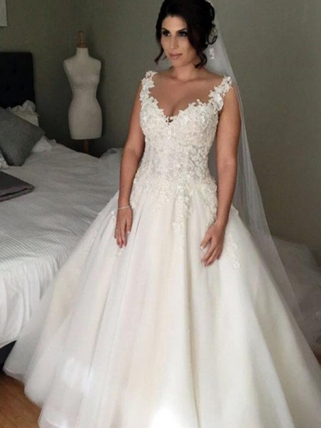 Ball Gown V-neck Sleeveless Court Train Tulle Applique Wedding Dresses