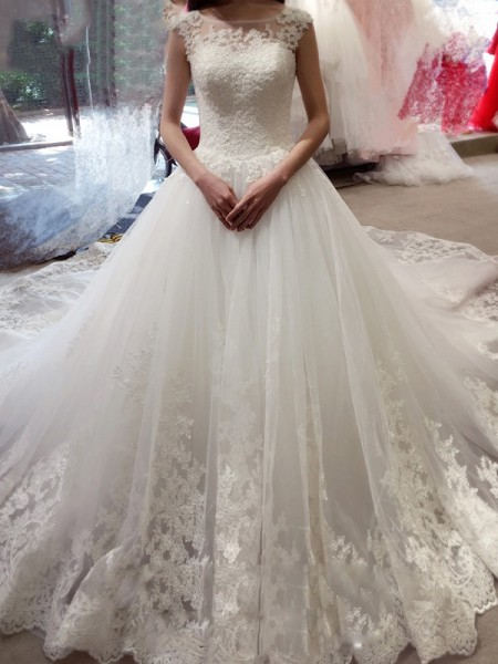 Ball Gown Bateau Tulle Sleeveless Applique Chapel Train Wedding Dresses