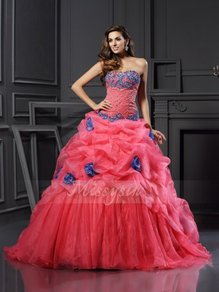 Ball Gown Sweetheart Chapel Train Organza Sleeveless Beading Dresses