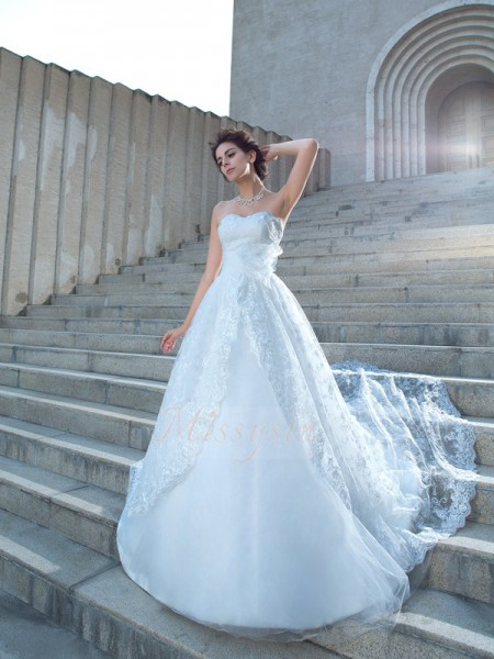 Ball Gown Sweetheart Sleeveless Lace Chapel Train Wedding Dresses
