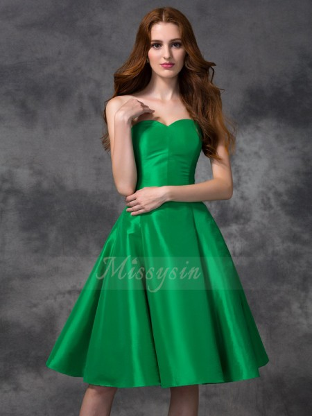 A-line/Princess Sweetheart Sleeveless Taffeta Knee-length Bridesmaid Dresses