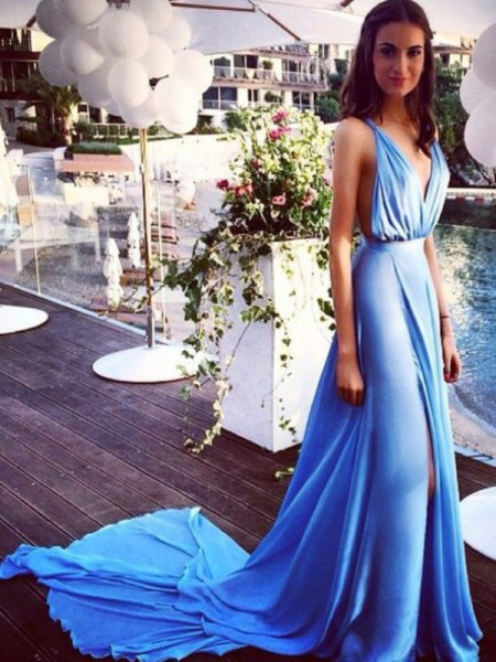 A-Line/Princess Sleeveless Spaghetti Straps Chiffon Court Train Pleats Dresses