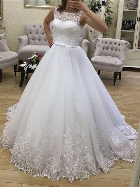 Ball Gown Scoop Sleeveless Court Train Tulle Applique Wedding Dresses