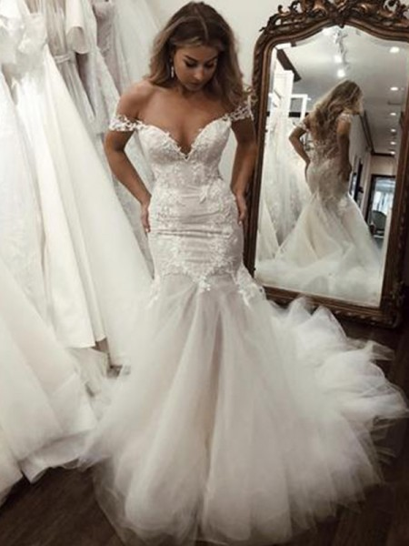 Trumpet/Mermaid Sleeveless Off-the-Shoulder Tulle Sweep/Brush Train Applique Wedding Dresses
