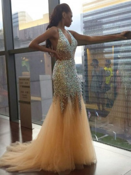 Trumpet/Mermaid Sleeveless Halter Tulle Court Train Sequin Dresses